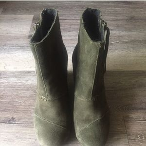 Toms desert ankle wedge boots• size 7.5